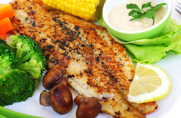 Savoureux poissons filet saine légumes Photo stock © Anna_Om