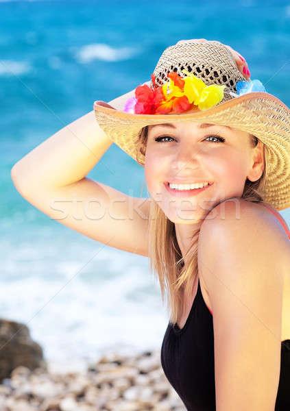 Uśmiechnięty kobiet portret plaży piękna zewnątrz Zdjęcia stock © Anna_Om
