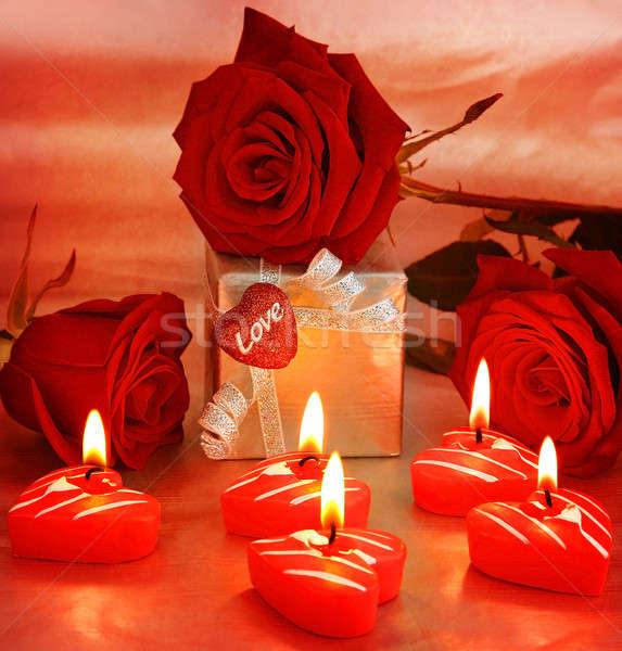 Foto stock: Hermosa · rosas · caja · de · regalo · corazón · romántica · regalo