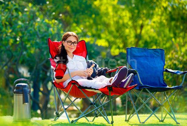 Mujer bonita aire libre tiempo sesión sillón teléfono Foto stock © Anna_Om