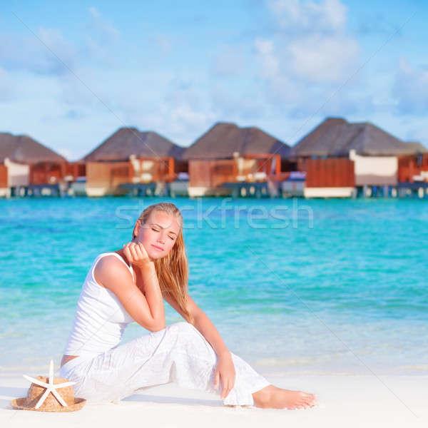 Csinos női luxus tengerpart üdülőhely ül Stock fotó © Anna_Om