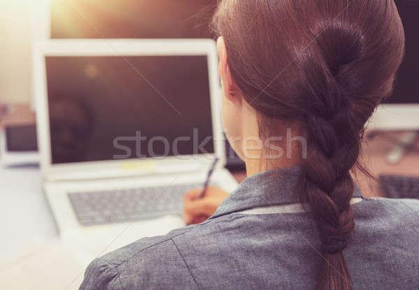 üzletasszony munka hát oldal nő dolgozik Stock fotó © Anna_Om