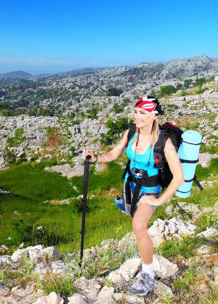 Utazó lány hátizsák kirándulás hegyek ökoturizmus Stock fotó © Anna_Om