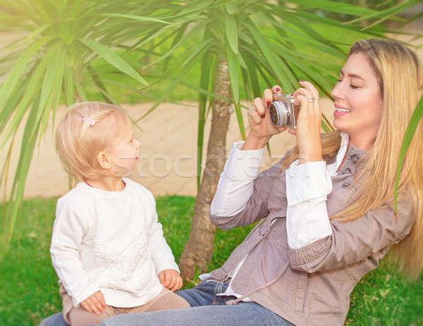 Alegre família parque mãe quadro Foto stock © Anna_Om