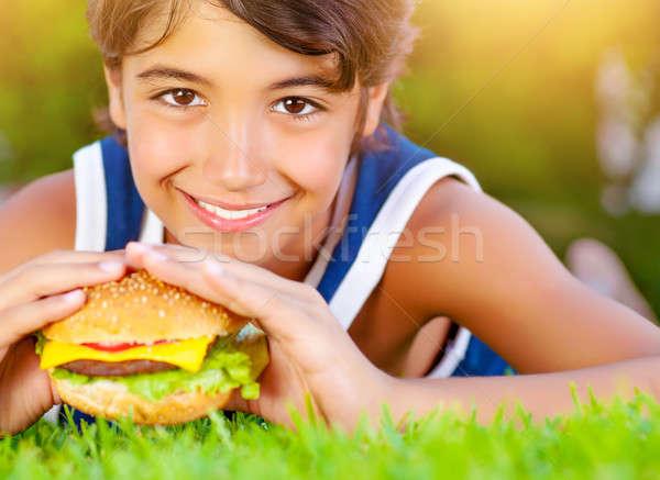Güzel erkek yemek Burger açık havada Stok fotoğraf © Anna_Om