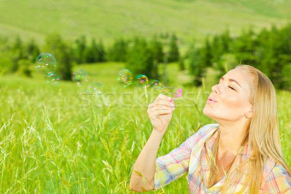 Aranyos lány buborékfújás kint gyönyörű nő nyári szabadság Stock fotó © Anna_Om