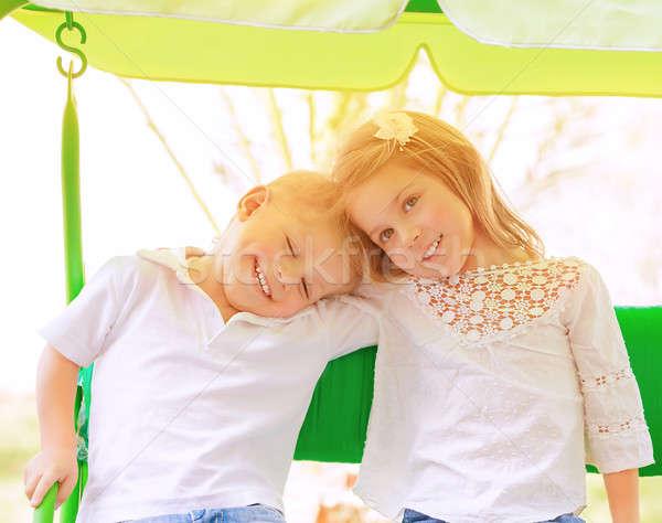 Foto d'archivio: Due · ragazzi · swing · ritratto · felice