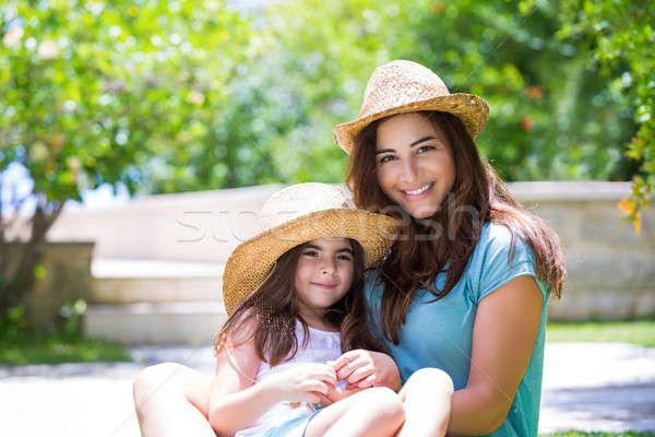Famille heureuse extérieur cute mère peu Photo stock © Anna_Om