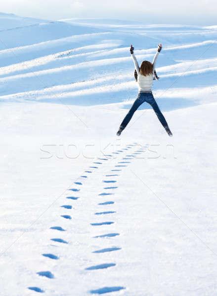 Stockfoto: Gelukkig · vrouw · springen · winter · bergen · actief