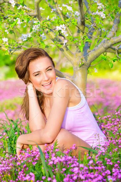 Stok fotoğraf: Mutlu · kız · doğa · portre · sevimli · oturma