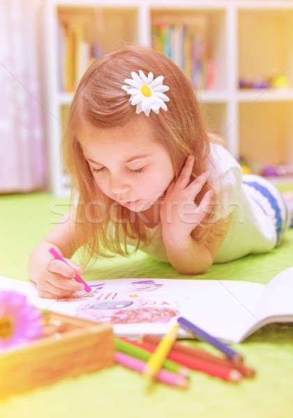 Okul öncesi kız boyama renkli kalem Stok fotoğraf © Anna_Om