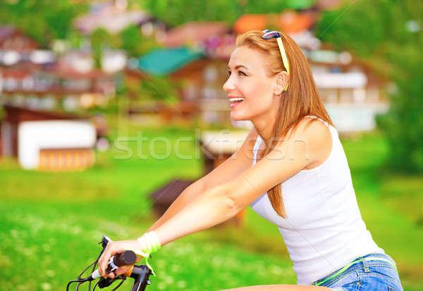 Bicikli turné alpesi hegyek oldalnézet csinos nő Stock fotó © Anna_Om