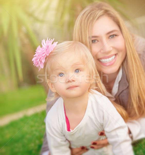 ストックフォト: 母親 · 娘 · 演奏 · 屋外 · 新鮮な