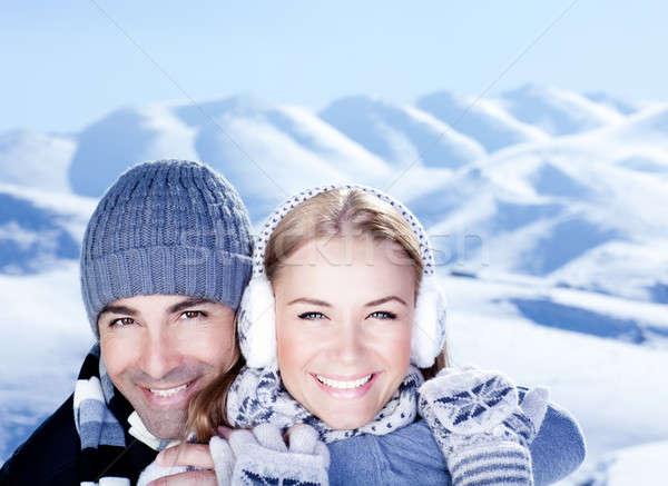 Foto stock: Feliz · casal · jogar · ao · ar · livre · inverno · montanhas