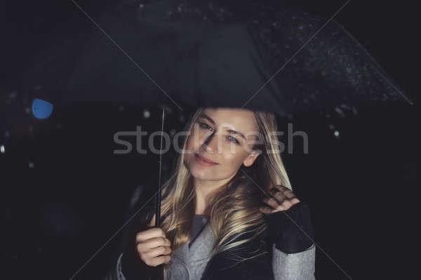 Stock foto: Mädchen · glücklich · regnerisch · Nacht · Freien · Porträt · schönen