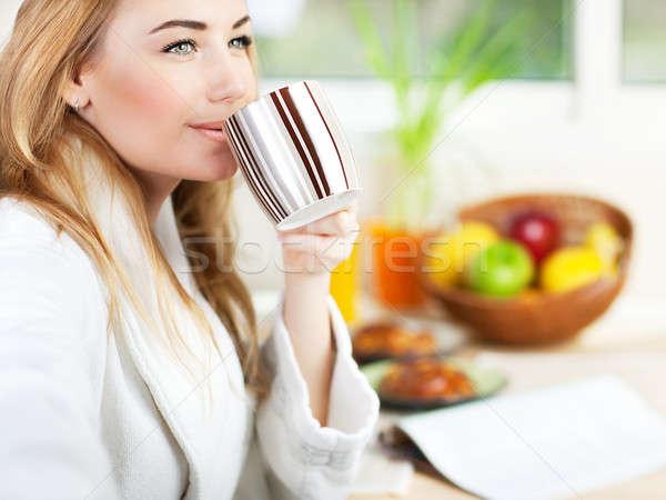 Stok fotoğraf: Güzel · genç · kadın · sabah · kahve · rahatlatıcı