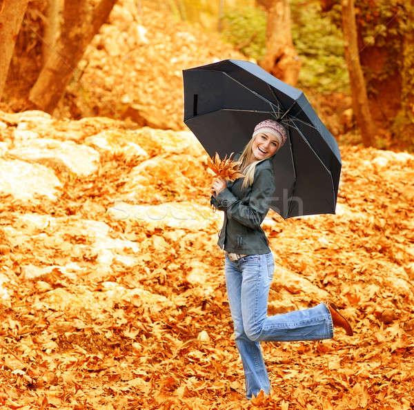 Mutlu kadın dans güneş şemsiyesi görüntü yürüyüş Stok fotoğraf © Anna_Om