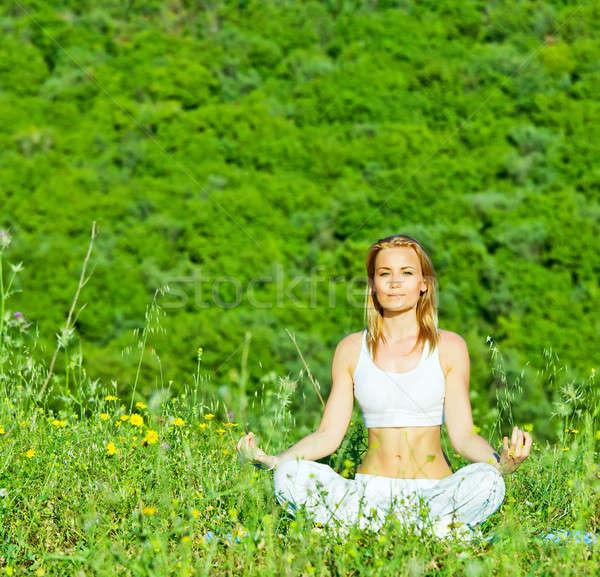 Сток-фото: йога · фото · красивая · женщина · осуществлять · улице · психическое · здоровье