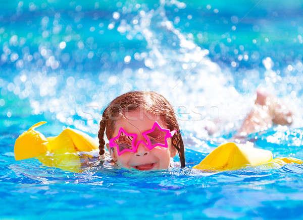 Aranyos arab lány medence közelkép portré Stock fotó © Anna_Om