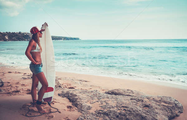 Hermosa surfista nina playa pie tabla de surf Foto stock © Anna_Om