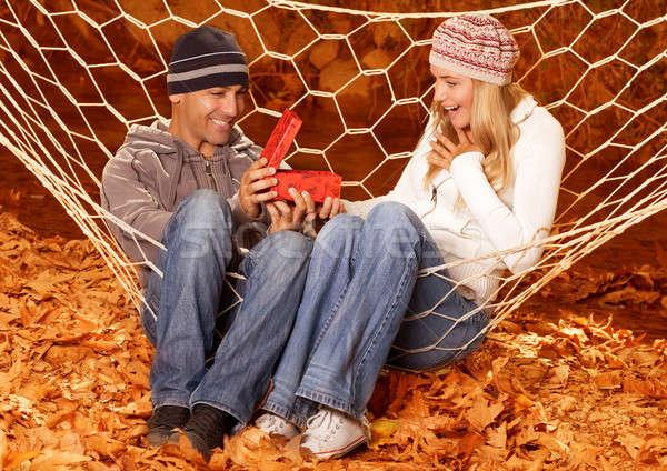 Stock foto: Geburtstag · Geschenk · Herbst · Park · Foto · Mädchen · glücklich