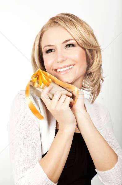 Stock fotó: Gyönyörű · női · tart · ajándék · gyönyörű · nő · ajándék