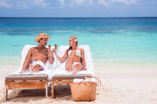 Boldog pár tengerpart fiatal pér ül napágy Stock fotó © Anna_Om
