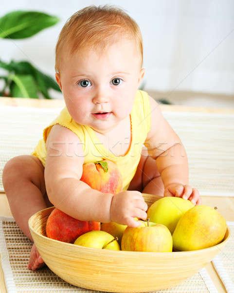 Stock fotó: Kicsi · baba · választ · gyümölcsök · közelkép · portré