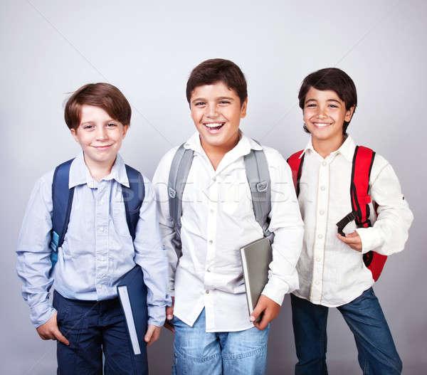 Stok fotoğraf: üç · mutlu · yalıtılmış · okula · geri · en · İyi · arkadaşlar · sınıf · arkadaşları