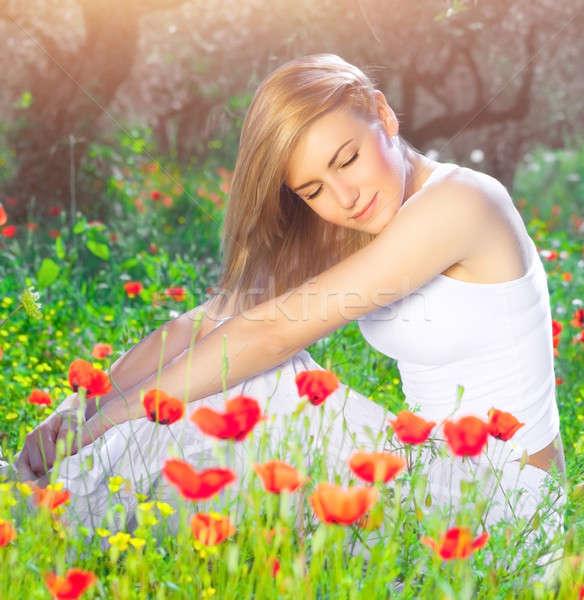 Bella donna papavero campo di fiori seduta Foto d'archivio © Anna_Om