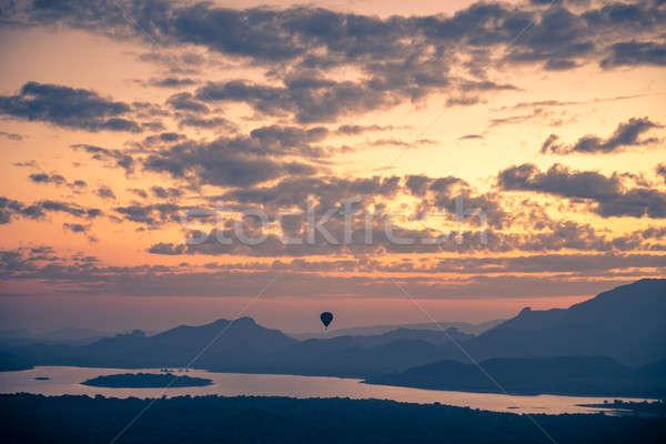 Hőlégballon égbolt gyönyörű kilátás elképesztő felhős Stock fotó © Anna_Om