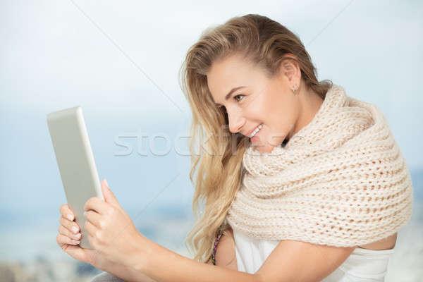 Niña feliz touchpad retrato agradable comunicarse alguien Foto stock © Anna_Om
