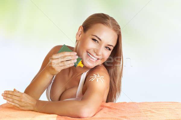 Beautiful girl protetor solar belo jovem praia Foto stock © Anna_Om