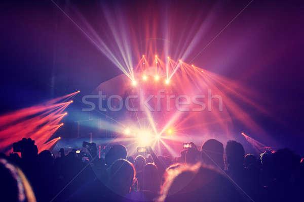 Stock fotó: Koncert · nagyobb · csoport · boldog · fiatalok · élvezi · szórakozás