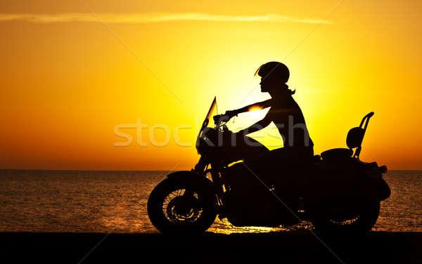 Vrouw zonsondergang vrouwelijke paardrijden motorfiets Stockfoto © Anna_Om