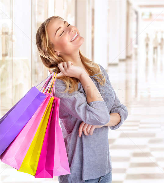 Nő bevásárlóközpont szórakozás mosolyog lány csukott szemmel Stock fotó © Anna_Om