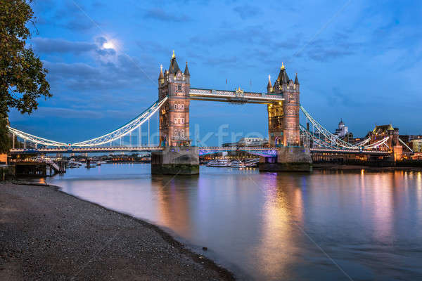 Tower Bridge tamiza rzeki światło księżyca wieczór Londyn Zdjęcia stock © anshar