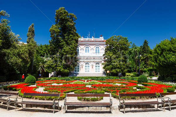 Villa bella aiuola ingresso erba costruzione Foto d'archivio © anshar