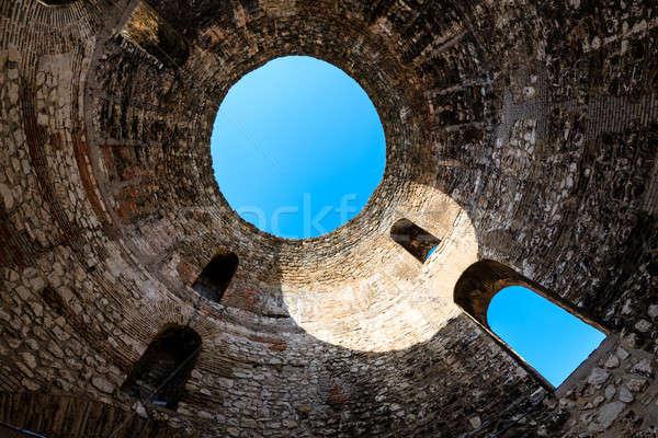 Mausoléu cúpula Croácia parede luz janela Foto stock © anshar