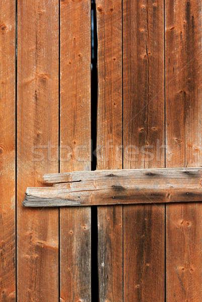 Oude houten verweerde schuur deur textuur Stockfoto © Anterovium