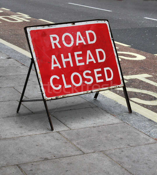 Foto stock: Sujo · estrada · fechado · assinar · rua · pedra