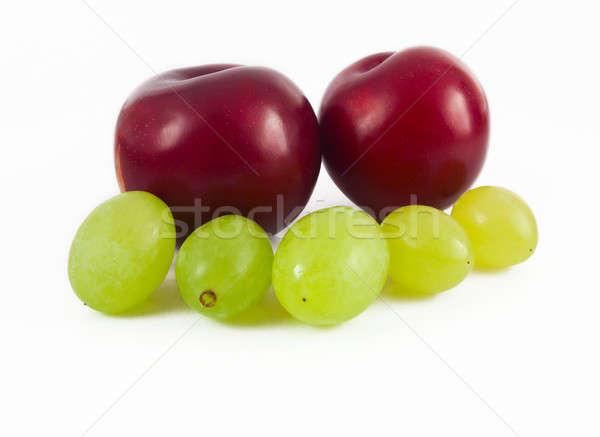 Pruimen druiven geïsoleerd witte voedsel tuin Stockfoto © antkevyv