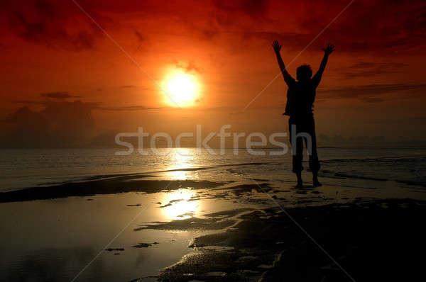 Sziluett férfi irányítás nap víz boldog Stock fotó © antonihalim