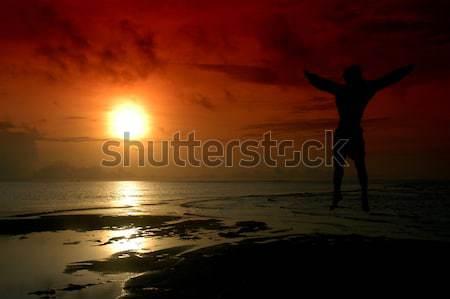 Sziluett férfi ugrik nap szűrő víz Stock fotó © antonihalim