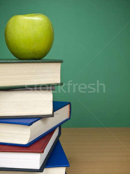 Foto stock: Manzana · superior · libros · frutas
