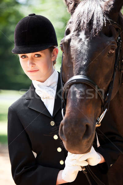 Paardrijden meisje kaukasisch klaar poseren paard Stockfoto © aremafoto