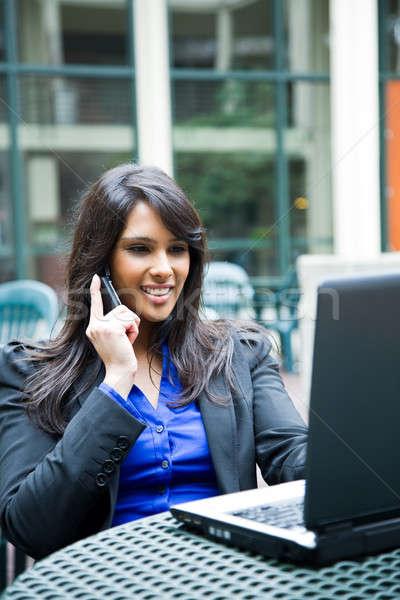 Stockfoto: Indian · zakenvrouw · laptop · shot · praten · telefoon