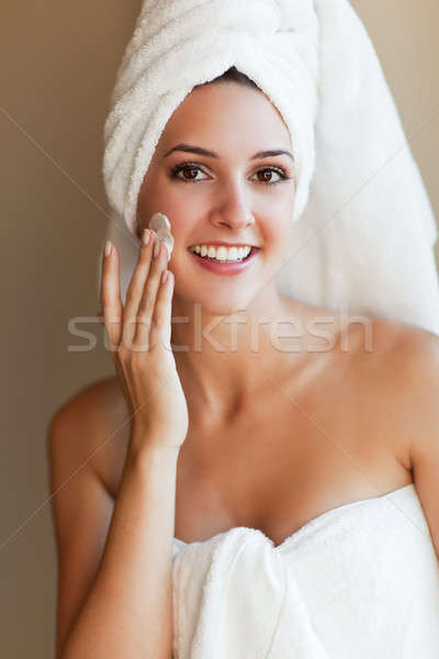 Kobieta mleczko kosmetyczne shot młodych piękna kobieta Zdjęcia stock © aremafoto