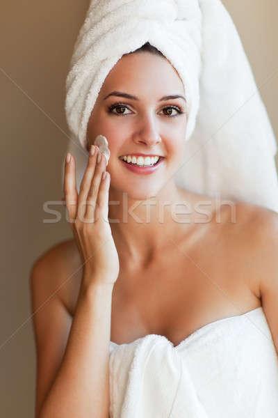 Vrouw lotion shot jonge mooie vrouw Stockfoto © aremafoto