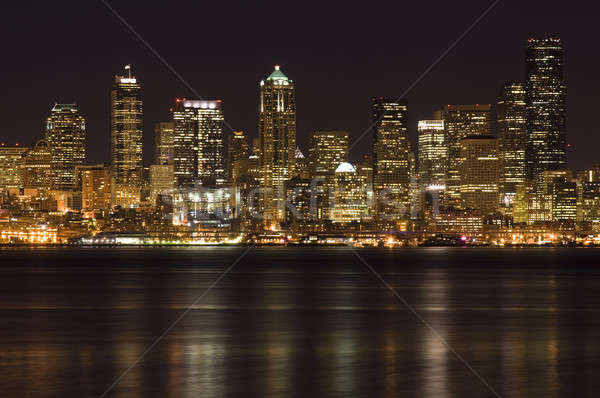 Centre-ville bâtiments coup Seattle nuit plage Photo stock © aremafoto